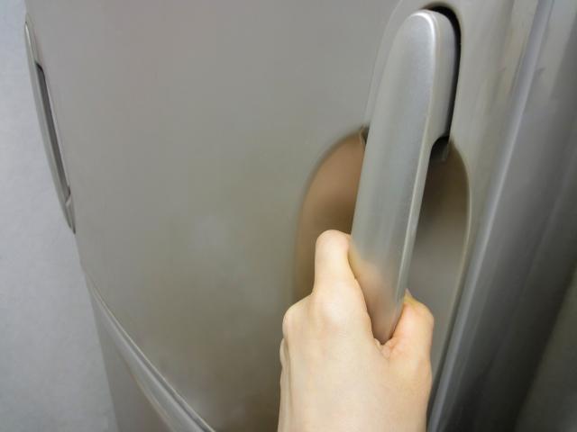 冷蔵庫のピーピー警告音が止まらない原因と対処法★ドアスイッチ